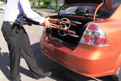 L'ambulateur Sidekick™ est facile à mettre dans le coffre d'une voiture